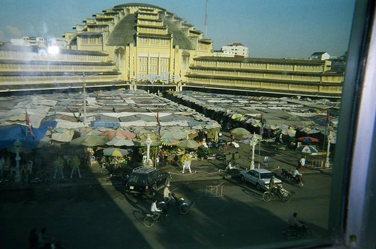 La Paillote Hotel: View of Central Market from my hotel room window