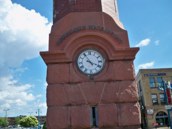 Canal Park: Clock tower