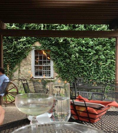 Rock and Rye Tavern: Patio drinks