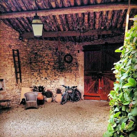 Le Mas des Roses : The lovely courtyard area