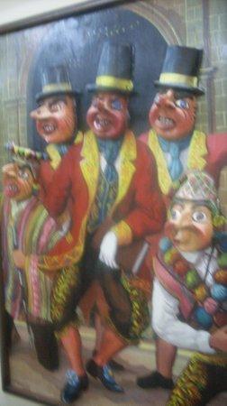 Popular Art Museum: Cuadro con máscaras satíricas