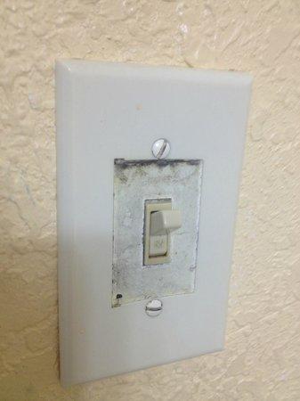 Ramada Plaza Marco Polo Beach Resort: broken light switches