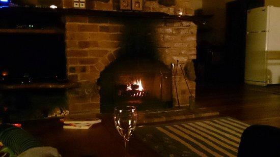 Hunchy Hideaway: Lounge room fireplace