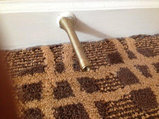 Landis Hotel & Suites: no stopper for door missing rubber