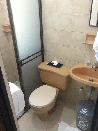 Hotel Lusitania: Baño