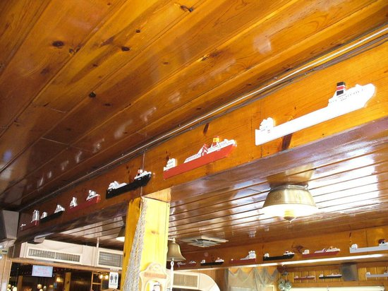 Lockview Restaurant: Great Lakes boats line the beams