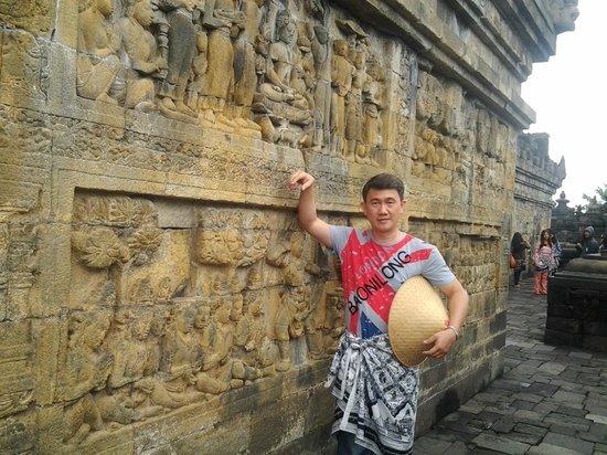 Candi Borobudur: Tampak relief candi yang sangat bagus dan cukup jelas
