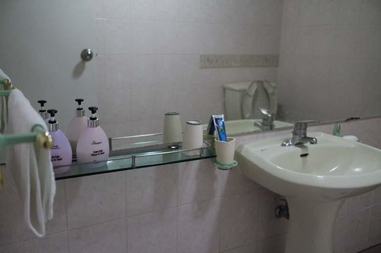 Hotel Tong Jeju: Amenities in bathroom