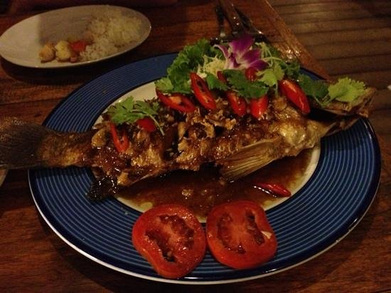 Armando's Beach Restaurant: fried white snapper in tamarind sauce