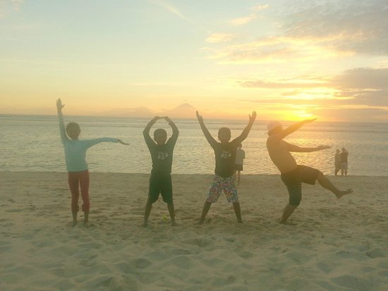 Aston Sunset Beach Resort: Children Love Gili too