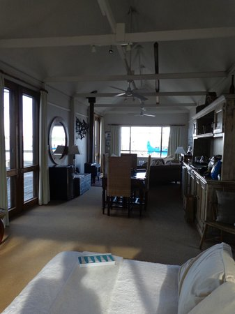 Birks Harbour - Boathouse & Birks River Retreats : the gorgeous decor and layout of the inside
