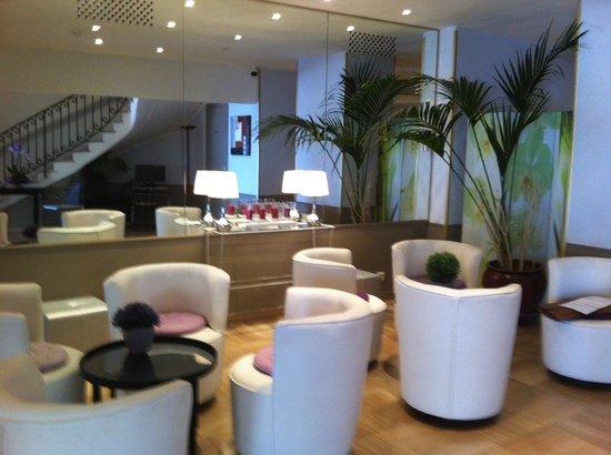 Ambassador Hotel: ground floor
