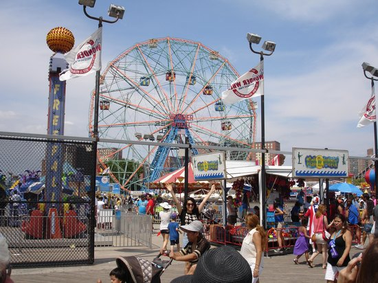 A Slice of Brooklyn Bus Tours : Coney Island