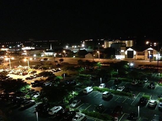 Marigot Beach Suites: coastal hwy view at night