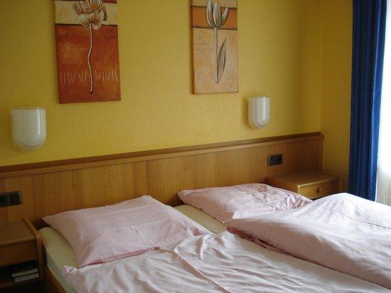 Hotel Hesborner Kuckuck: Kamer waar we elkaar niet konden passeren!
