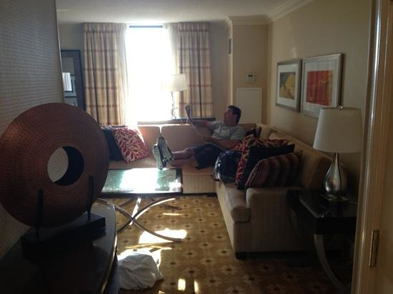 Toronto Airport Marriott Hotel: dad lounging on the couch in living room