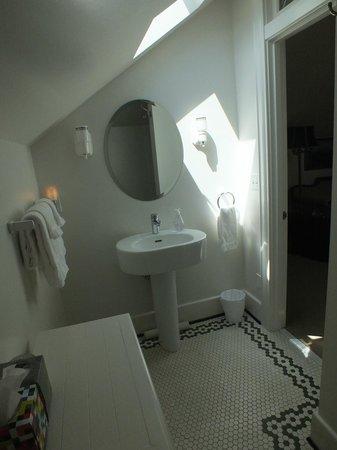 Foxglove Guesthouse: Bathroom