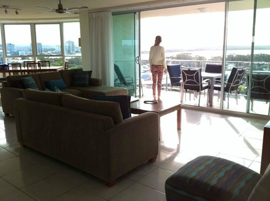 Chateau Royale Beach Resort: View as you enter the living areas from hallway