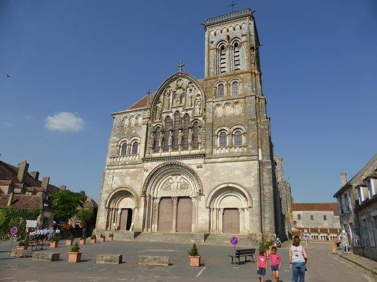 Moulin des Ruats : basilique de vezelay ( 10km)