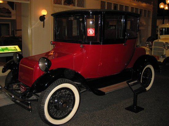 Petersen Automotive Museum: Historic electric car