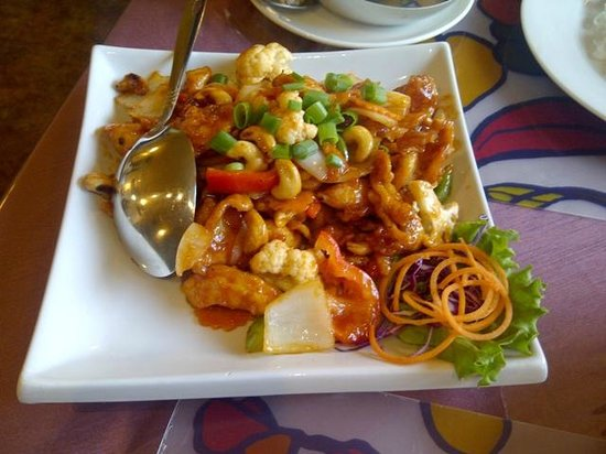 White Elephant Thai Cuisine: Chicken Cashew Nuts.