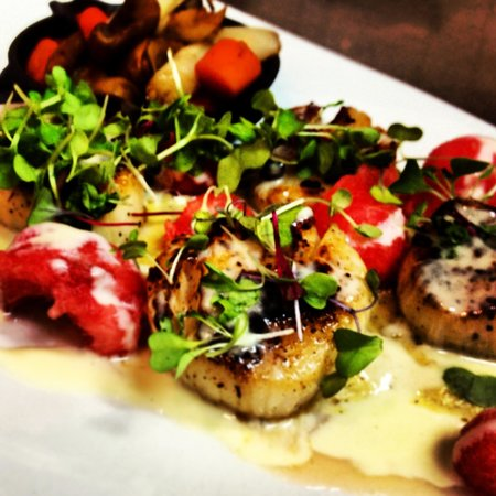 Lodge on Gorham's Bluff: Watermelon scallops