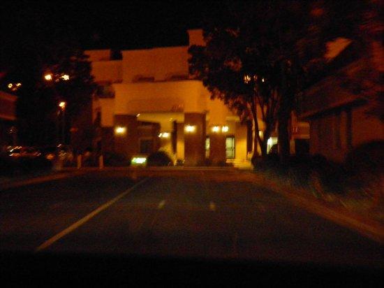 La Quinta Inn & Suites Temecula: Night view