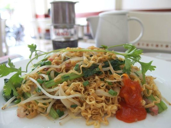Dai A hotel: You can choose one of Vietnamese stir-fry noodle, Vietnamese baguette sandwich, bacons & eggs, e