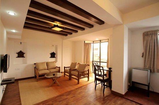 Gaju Suite Hotel: Suite Room ( Living Room)