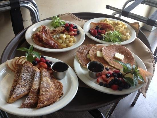 Inn at The Black Olive: Organic Breakfast