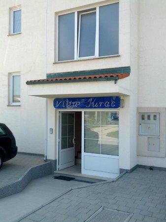 Villa Jurac: Entry
