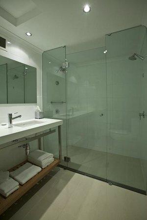 The Executive Inn: Twin Bathroom