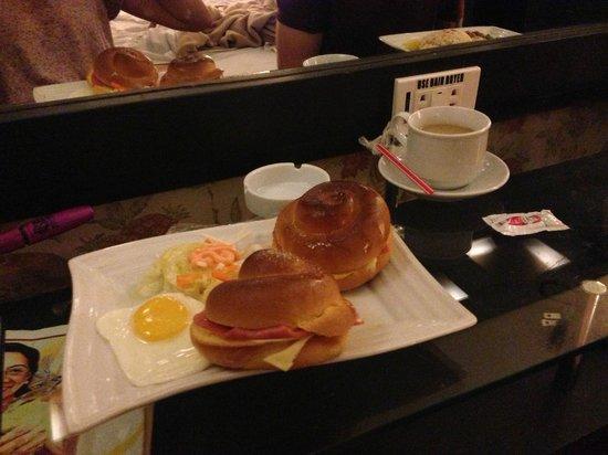 Victoria Court Malate: Free breakfast