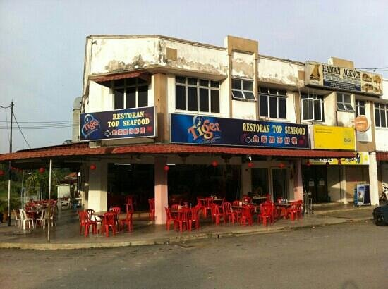 Restoran Top Seafood: Off street parking and frontage