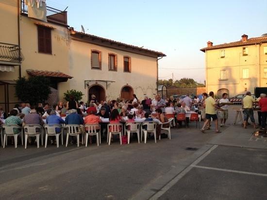Traiana: Cena in piazza per la festa dei nonni