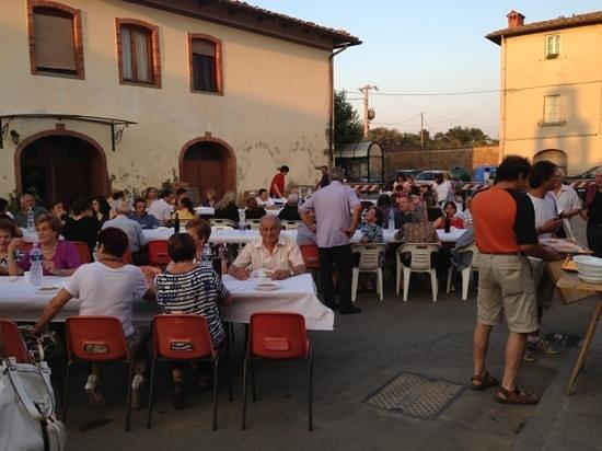 Traiana: cena in piazza