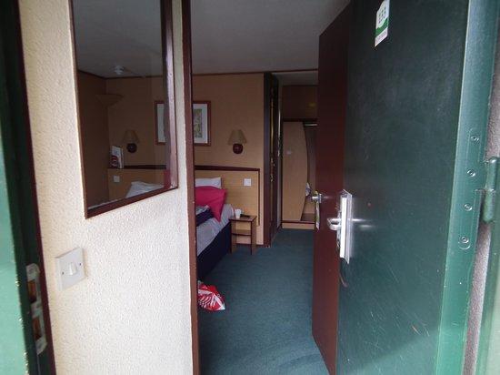 Campanile Runcorn: Entrance to room