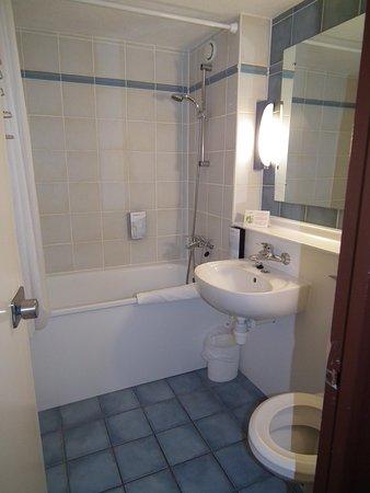 Campanile Runcorn: Bathroom