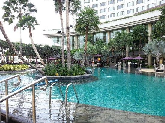 Shangri-La Hotel,Bangkok: pool