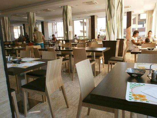 Hotel Tabor: Sala ristorante dal design moderno