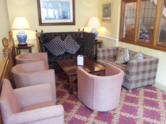 Maids Head Hotel: 2nd Hotel seating area.