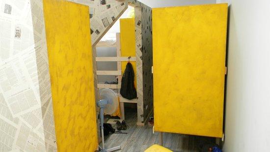 Fabrika Hostel: separadores de camas