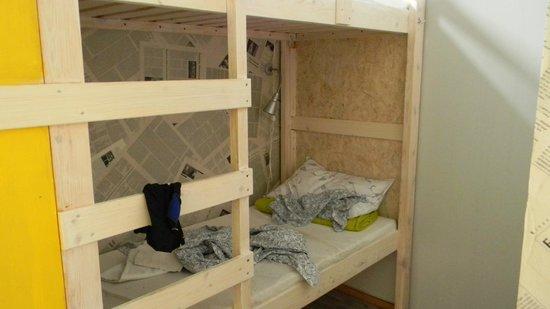 Fabrika Hostel: camas