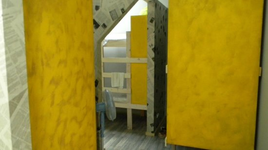 Fabrika Hostel : habitación para 8