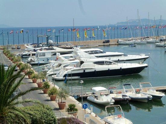 Les Voiliers Yacht Club Hotel : Vue depuis le balcon