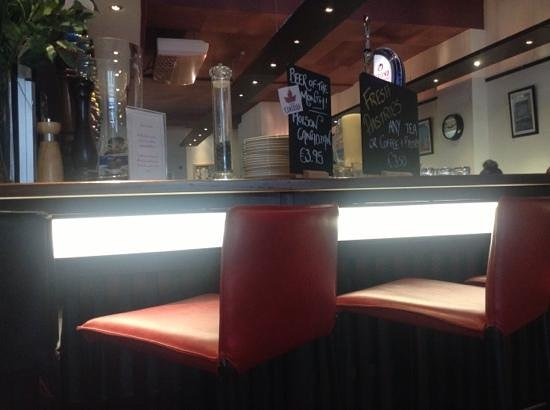Sheries Cafe Bar: front sits