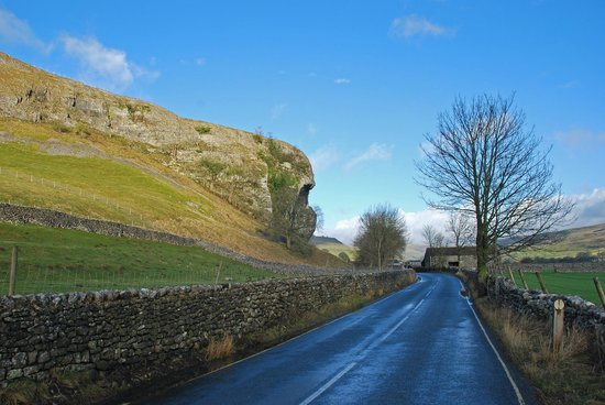 Tennant Arms Hotel: Kilnsey Crag