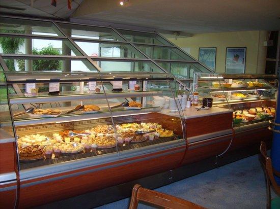 Hotel Ibis Site du Futuroscope : dessertbuffet