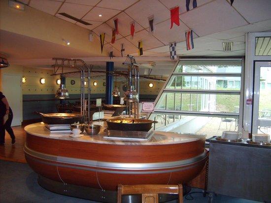Hotel Ibis Site du Futuroscope : hoofdgerecht buffet