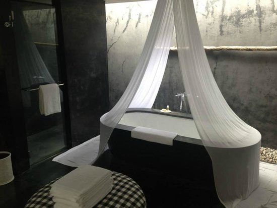 Uma by COMO, Ubud: Bathroom